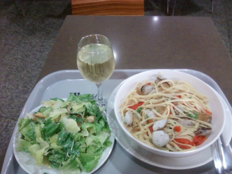 linguine & clam with side salad and wine