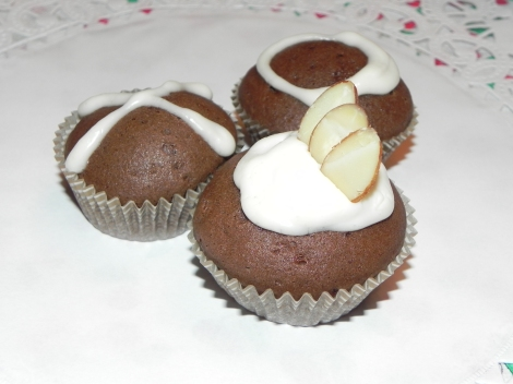 Vegan Chocolate Cupcakes, © 2011 foodtable.wordpress.com